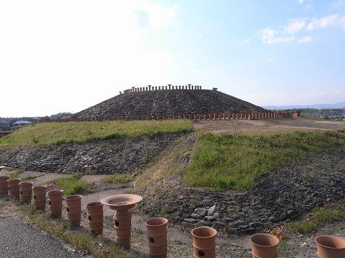 復元された帆立貝式古墳『三吉石塚古墳』@広陵町