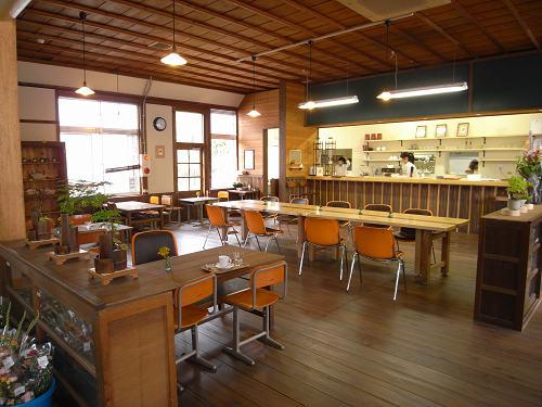 レトロ校舎にカフェも『奈良カエデの郷ひらら』@宇陀市