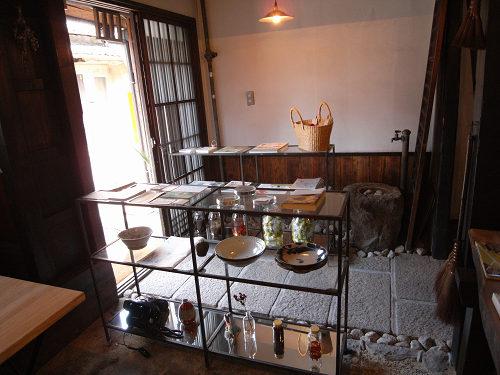 読書空間とカレーのお店『ミジンコブンコ』@奈良きたまち-02