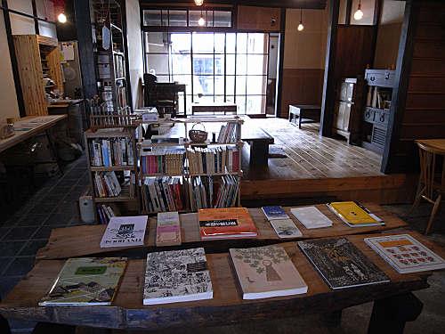 読書空間とカレーのお店『ミジンコブンコ』@奈良きたまち-04
