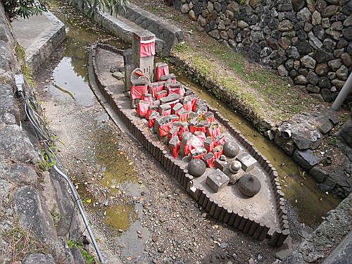 率川の舟型中洲の石仏さまたち『率川地蔵尊』@猿沢池