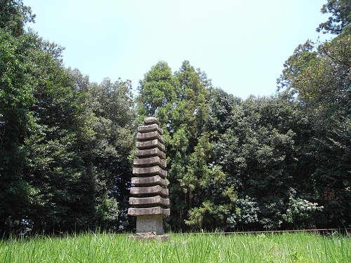美しい石塔の『於美阿志神社(檜隅寺跡)』@明日香村