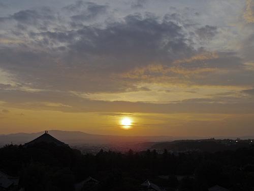 【写真】東大寺二月堂の夕暮れ