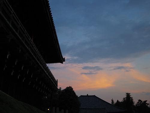 【写真】東大寺二月堂の夕暮れ-13