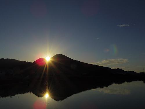 お彼岸の千股池は『二上山』の間に夕陽が沈みます@香芝市