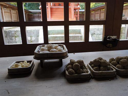 下の病気治癒を願って土団子を供える『消渇神社』@平群町