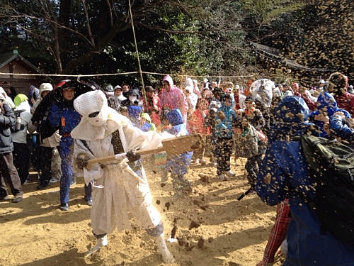 砂をかけ合う楽しい奇祭!廣瀬大社『砂かけ祭り』@河合町