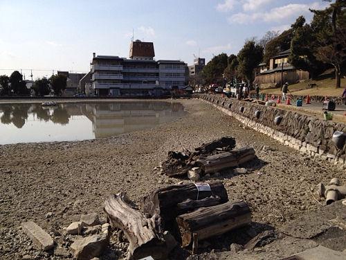 18年ぶり!水を抜いた『猿沢池』@奈良市-01