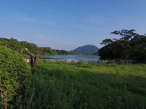 『二上山を眺望できる旗尾池湖畔』@香芝市-01