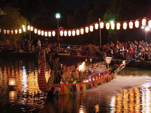 采女の霊を慰める采女神社の雅な例祭『采女祭』@猿沢池