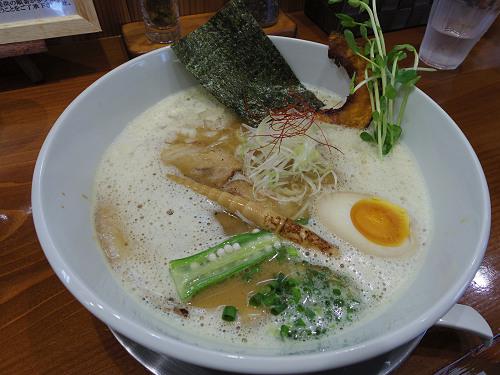 まろやかスープに華やか具材!絶品の『暁製麺』@田原本町