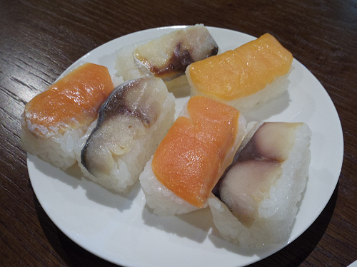 美味しく楽しく!吉野の名店3軒の『柿の葉寿司食べ比べ』