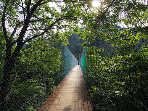 長さ約120m。洞川温泉郷を見晴らす『かりがね橋』@天川村