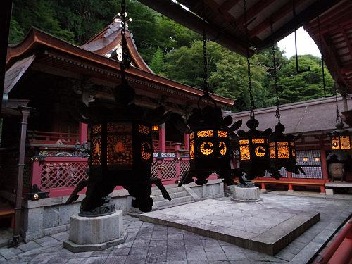 吊り灯籠のほの灯りが美しい『献灯祭』@談山神社(桜井市)