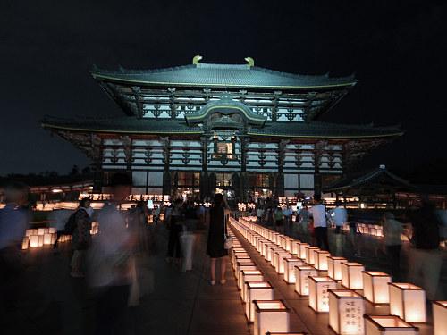 2500基の灯籠が並ぶ『万灯供養会』@東大寺大仏殿