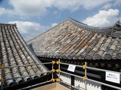 「行基葺き」の屋根が間近に見られます!@元興寺(ならまち)