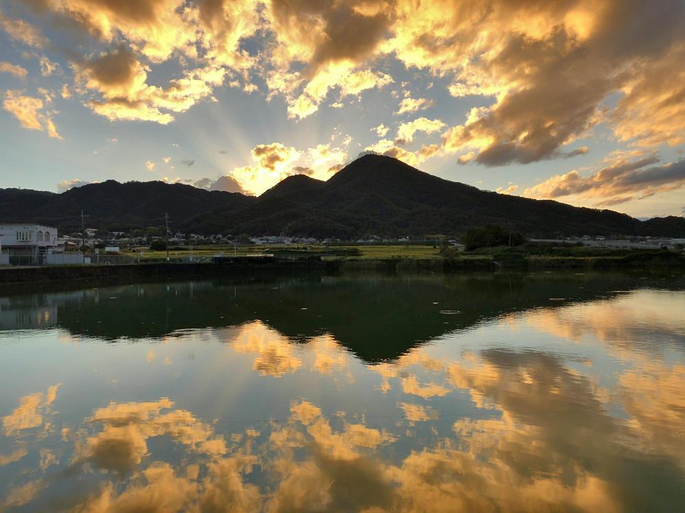 千股池から望む『二上山』の神々しい夕暮れ @香芝市