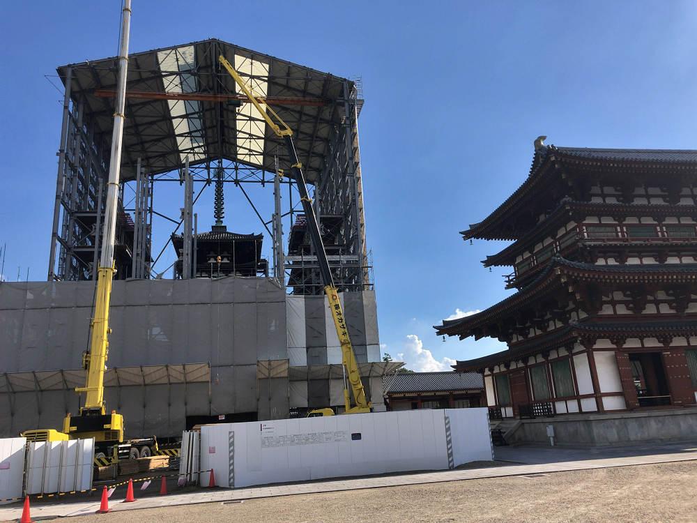 薬師寺・東塔の覆屋が撤去開始。細川元首相の障壁画の特別公開も