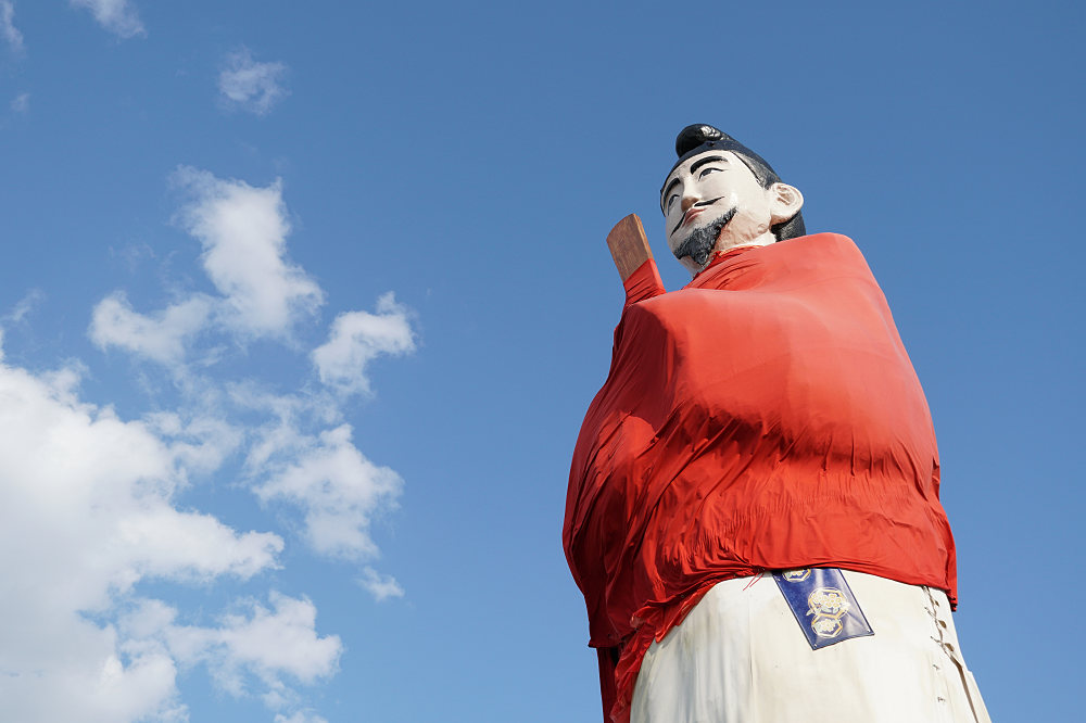 高さ12mの巨大かかし!『オブジェ案山子像「聖徳太子」』@安堵町
