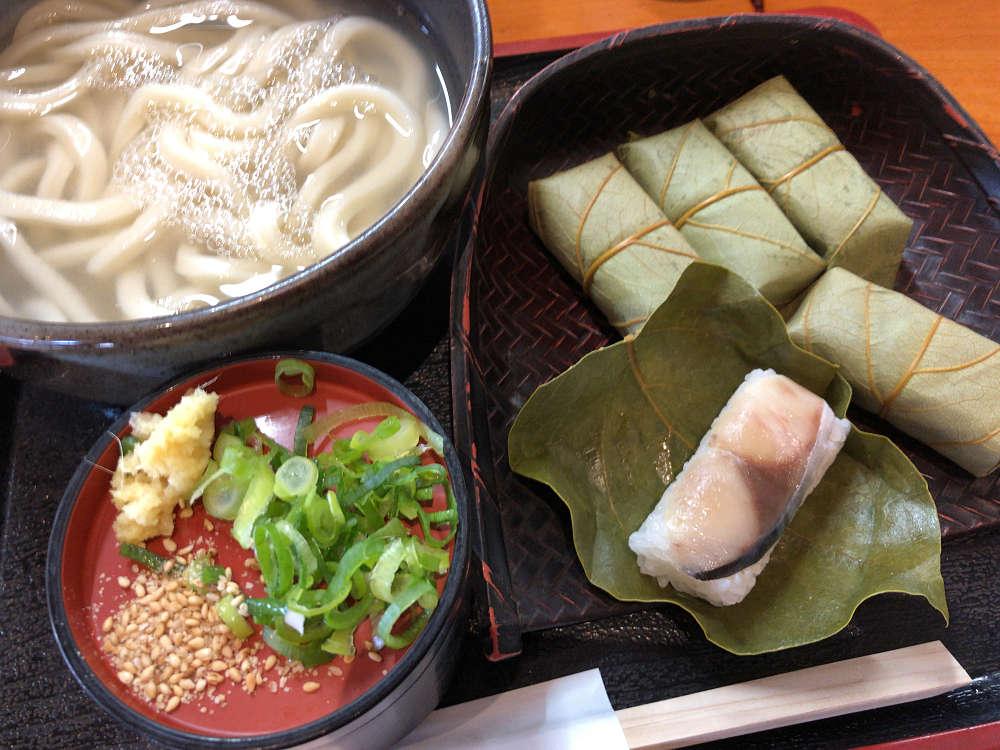 こだわりのうどん+柿の葉寿司!『よしなや』@大淀町