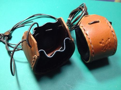 【革で作るミニバッグ型チャーム】ワークショップ初日終了-07