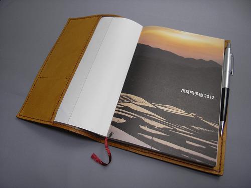 『奈良旅手帖2013』で「鹿野堂の馬革カバー」製作します