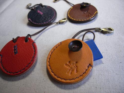 【鹿野堂】SDカード用の革製キーホルダー『SDカードケース』